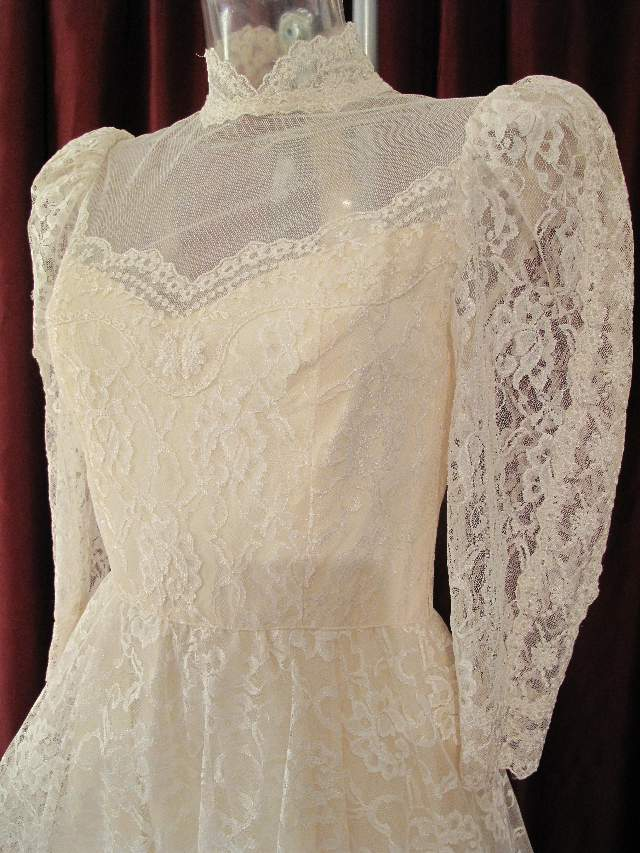 Wedding trend ideas ivory lace wedding dress for Ivory lace wedding dresses vintage
