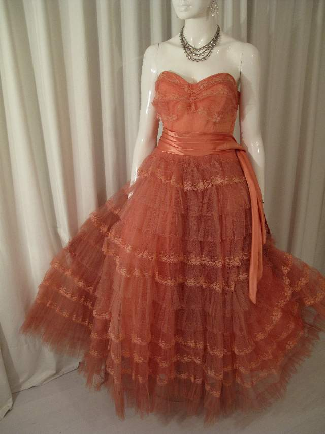 1950 S Salmon Pink Tulle And Lace Strapless Vintage Ball